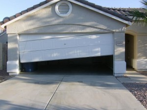 repair-garage-door-off-tracks-litchfield-park-az